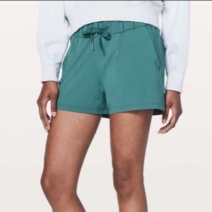 NWOT - Lululemon on the fly shorts